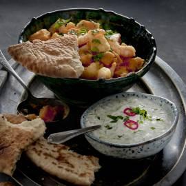 Pompoencurry met garnalen en frisse yoghurtsaus