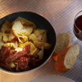 Omeletje met artisjok en tomaat