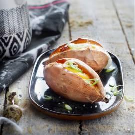 Gevulde zoete aardappel met ei