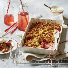 Aardbeiencrumble met hazelnoten