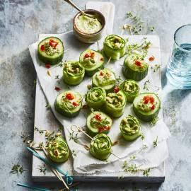 Komkommerhapjes met avocado