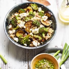 Quinoa-salade met gegrilde groenten en feta