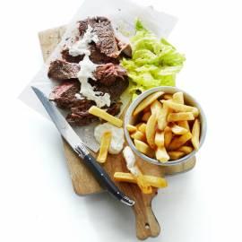 Steak frites béarnaise met kropsla