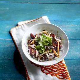 Lauwwarme bietensalade met rode ui