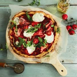 Bloemkoolpizza met mozzarella en rauwe ham
