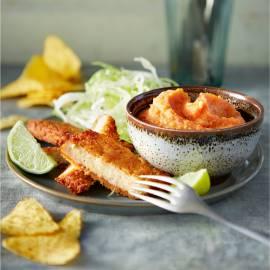 Paprika-sjalot-kikkererwtenpuree met vegaschnitzels en tortillachips