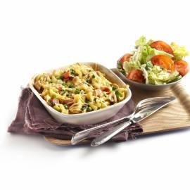 Macaronischotel met groene salade