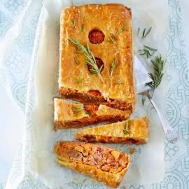 Rodekool-pie met rozijnen en merguezworstjes
