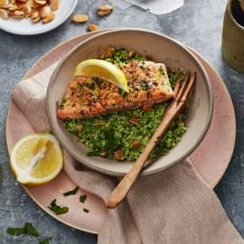 Couscous van broccoli met amandel en geroosterde zalmfilet