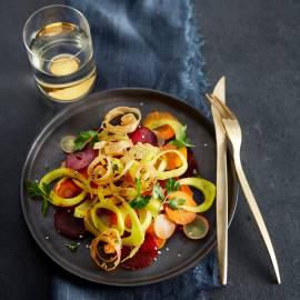 Salade van kurkuma-pickles met filokrullen