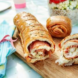 Gevuld breekbrood met parmaham en rozemarijn