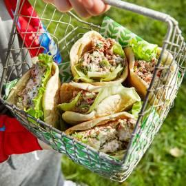 Gevulde pitabroodjes met pikante tonijnsalade