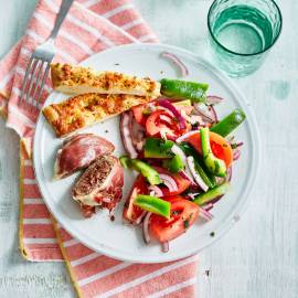 Parma's met paprika-tomatensalade