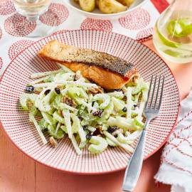 Waldorfsalade met zalmfilet en gebakken krieltjes