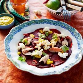 Bietensalade met forel en gepofte mais