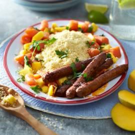 Couscous met gestoofde wortel, mango en worstjes