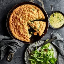 Gesouffleerde omelet met bosui en specerijen