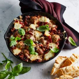 Italiaanse kipgehaktballetjes met aubergine en mozzarella