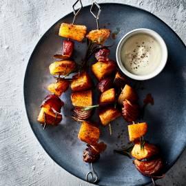 Aardappelspiesjes met laurier en rode ui