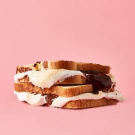 S'mores-tosti met koekjesdip