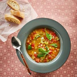 Italiaanse tomaten-linzensoep