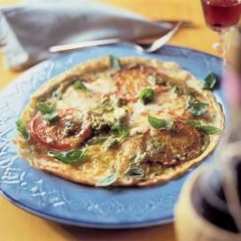 Pannenkoek met pesto, tomaat en mozzarella