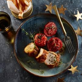 Gepaneerde varkenshaas met tomaat en knolselderijfriet