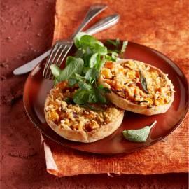 Zoete-aardappeltaartjes met rode ui en salie