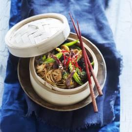 Bami met oosterse groenten en runderreepjes