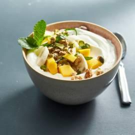 Kwark met tropisch fruit en pistache