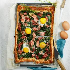 Provençaalse taart met ham, spinazie en spiegeleitjes