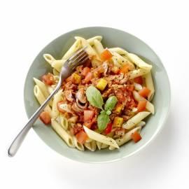 Pasta met tonijn, appel en tomaat
