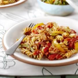 Pasta met tonijn en geroosterde groenten