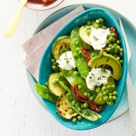 Groene groentensalade met avocadodressing