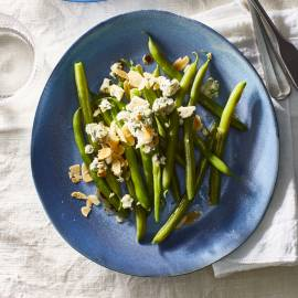 Sperziebonen met balsamico, blauwe kaas en amandel