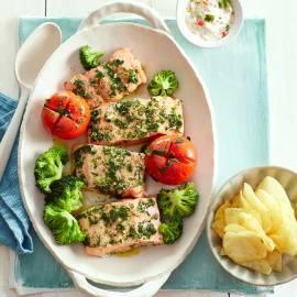Geroosterde zalmfilet met gepofte tomaten en koriandermayonaise
