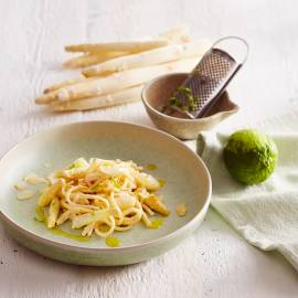 Spaghetti met asperges en vanilleroomsaus