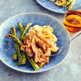 Spinazietortellini met kip, asperges en geitenkaas