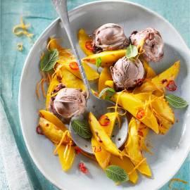 Geroosterde mango met chocolade-ijs