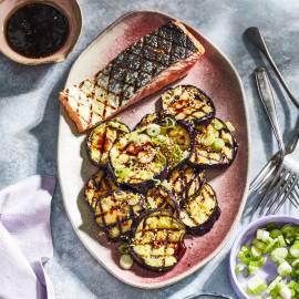 Gegrilde aubergine met oosterse dressing