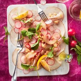 Radijssalade met gerookte kipfilet en nectarine
