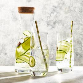 Bruisend komkommerwater met limoen en steranijs