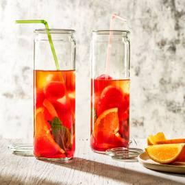 Sinaasappel-ijsthee met cranberry-ijsblokjes