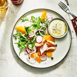 Zalmsalade met sinaasappel en radijs