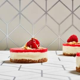 Cheesecakejes met witte chocolade en framboos