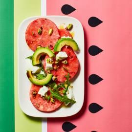 Watermeloen-'carpaccio' met mozzarella, pistache en avocado