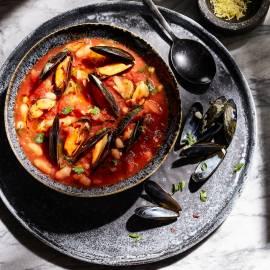 Maaltijdsoep met mosselen en tomaat