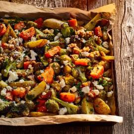 Geroosterde groenten met feta en walnotendressing