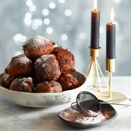 Chocolade-oliebollen met cranberry's en noten