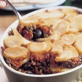 Provençaalse aardappelschotel met gehakt